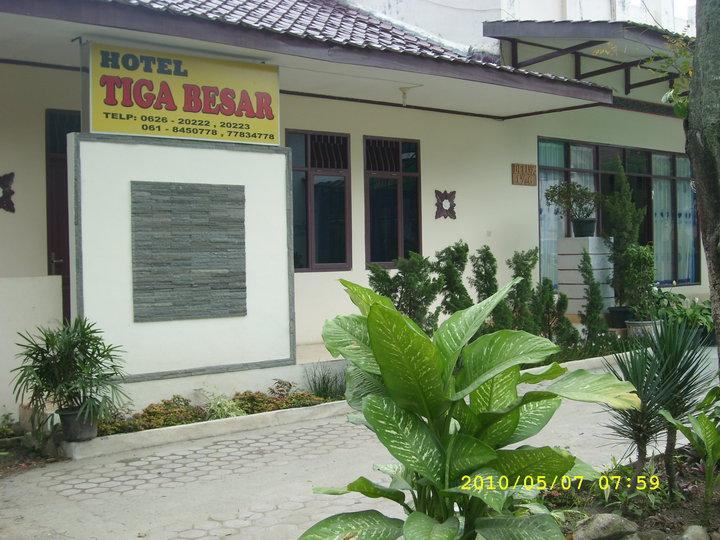 Hotel Tiga Besar