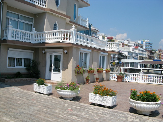 Monte Carlo Inn