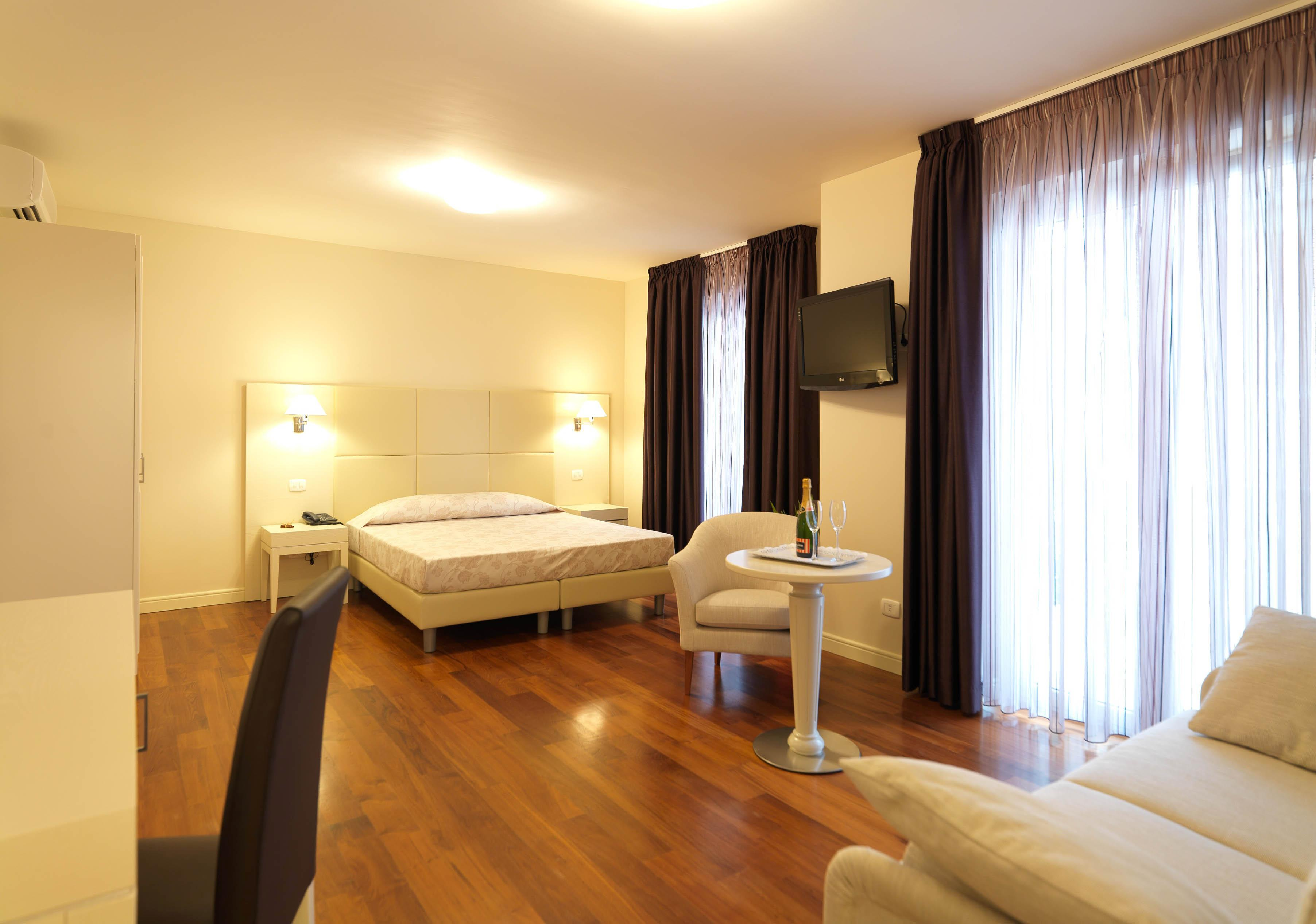 Buy a hotel in Carrara Prices