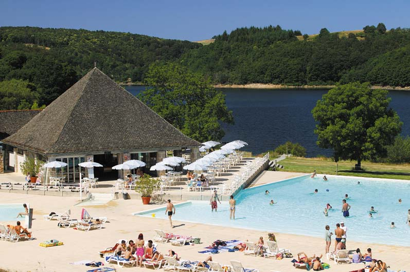 Camping les tours aveyron france avis camping for Camping avec lac et piscine