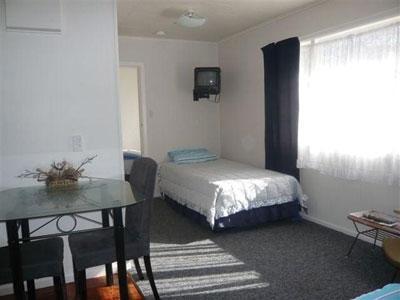 Parawai Lakeside Motel