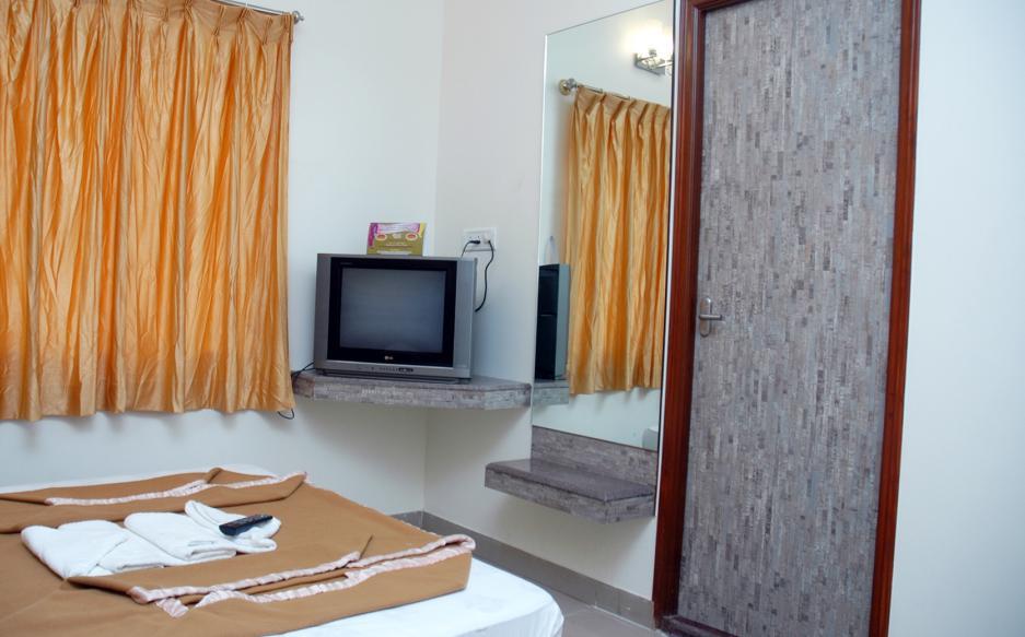 U G Classic Hotel