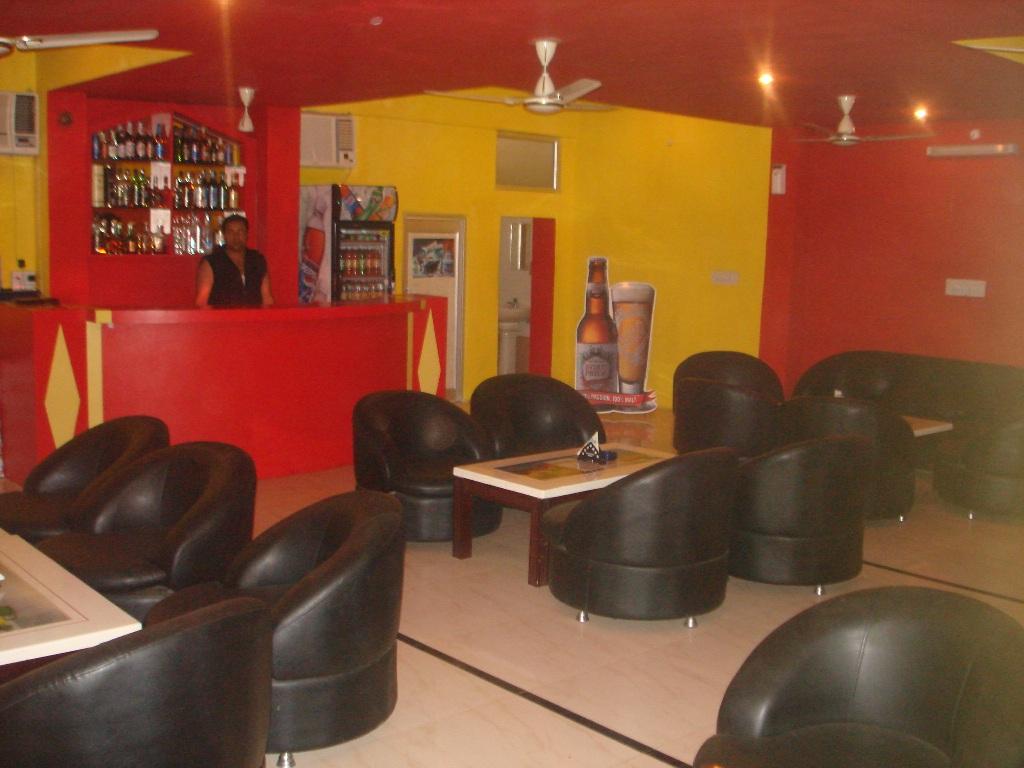R.R. Hotel & Bar
