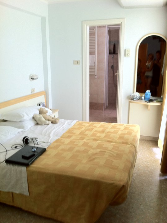 Hotel crystal torre pedrera italy rimini hotel for Chambre 9m2 lit double