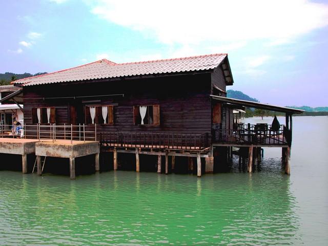Mango Guesthouse + Villas