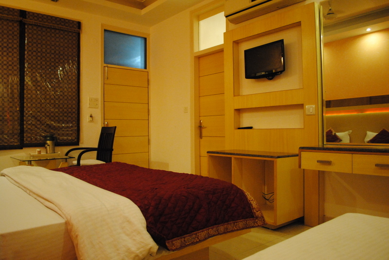 Hotel Baba Deluxe & ZO Rooms