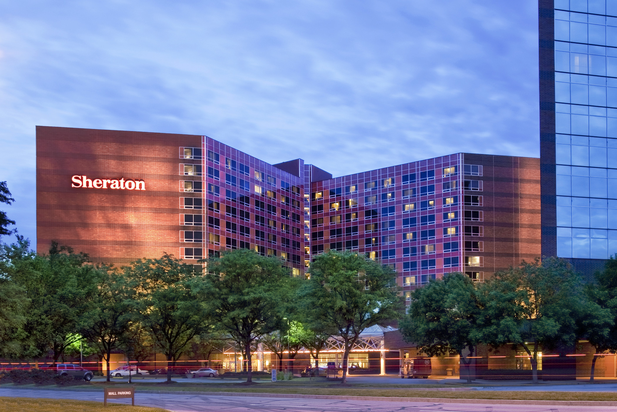 Sheraton Indianapolis Hotel At Keystone Crossing Photo