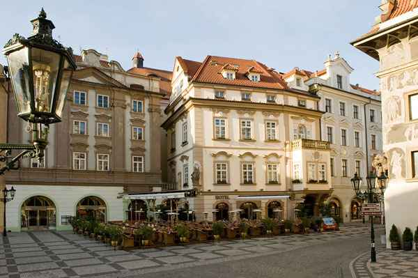 Hotel u prince prague r publique tch que voir les for Terrace u prince prague
