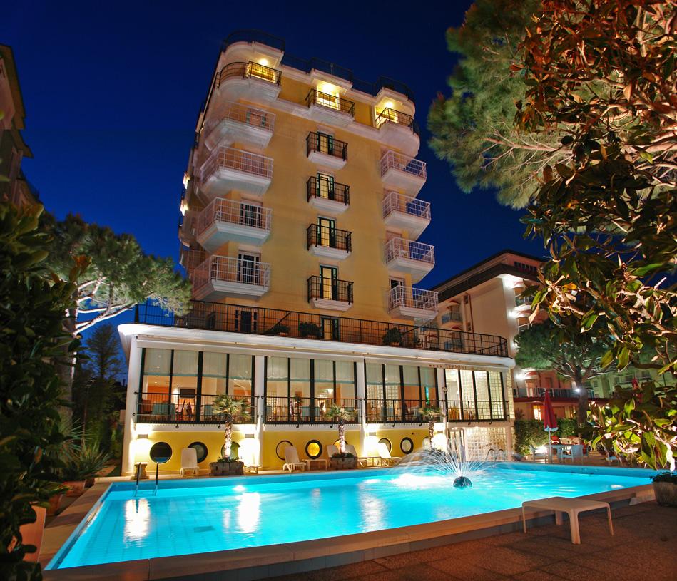 Termini Beach Hotel & Suites