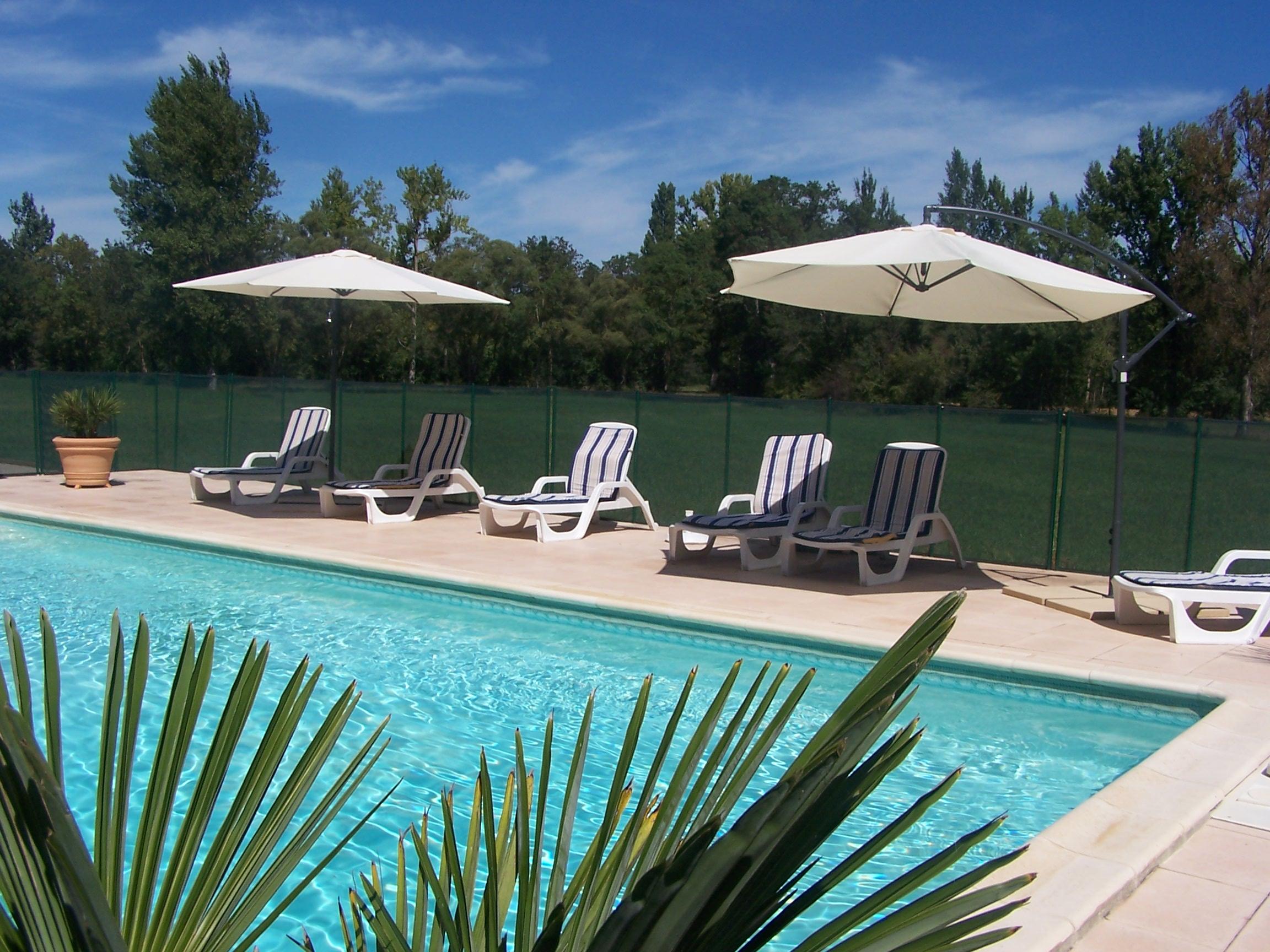 Jardin d 39 en naoua hotel maubec france voir les tarifs for O jardin ideal route de montauban bessieres