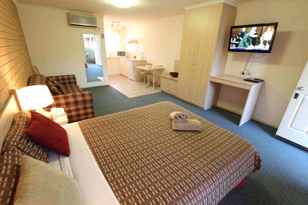 โรงแรมบีชคอมเบอร์ แอนด์ อพาร์ตเมนท์