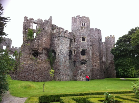 ‪Laugharne Castle‬