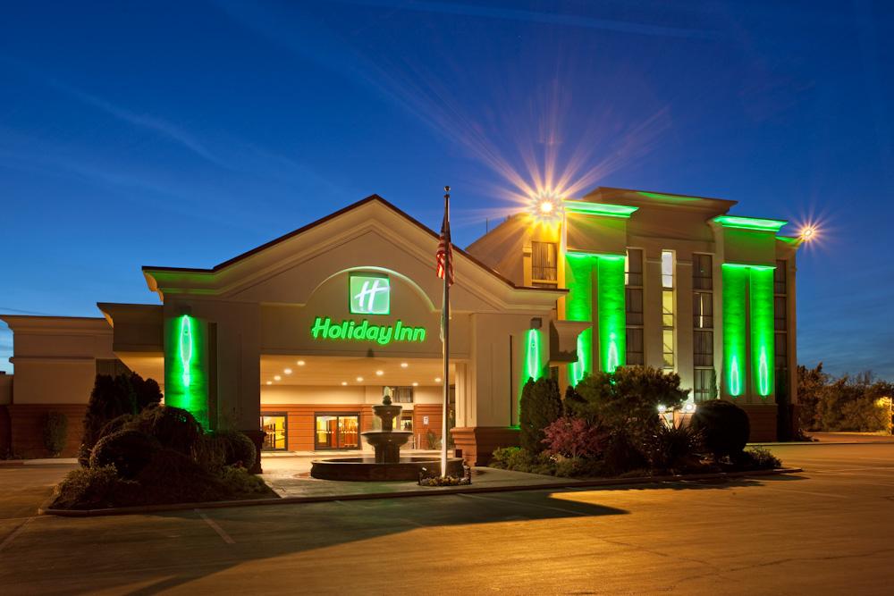 Holiday Inn Visalia Hotel & Conf Center