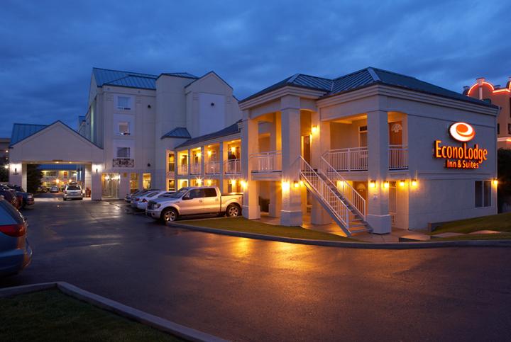 Econo Lodge Inn & Suites University