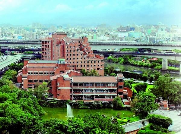 剣潭海外青年活動センター(劍潭海外青年活動中心)