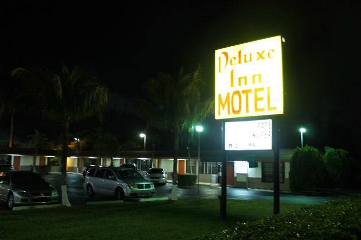 デラックス イン モーテル