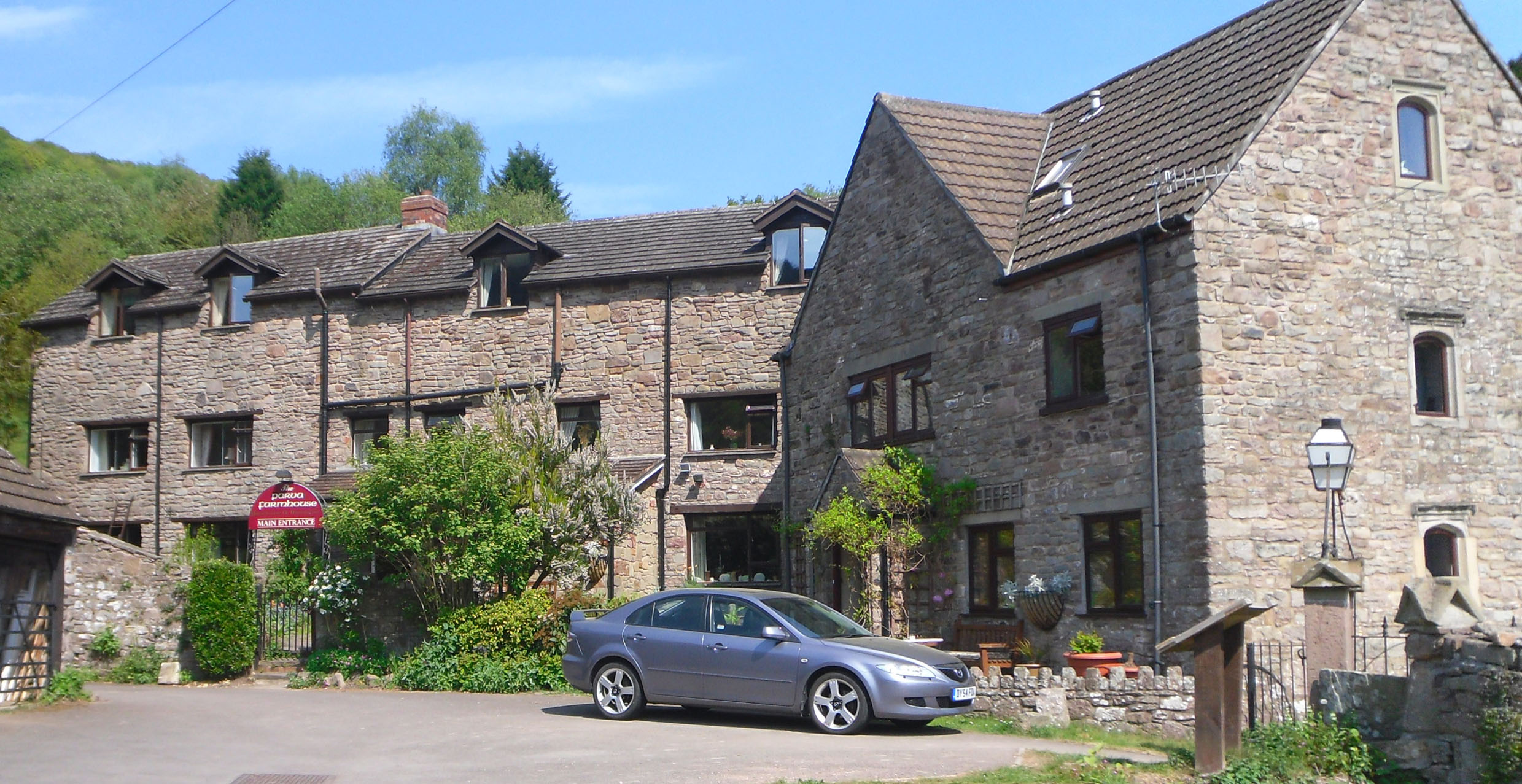 Parva Farmhouse Riverside Guesthouse