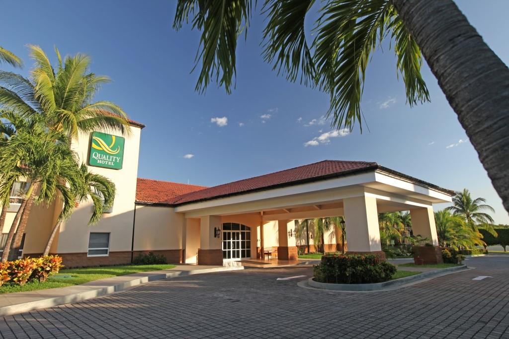 クオリティ ホテル レアル エアロプエルト