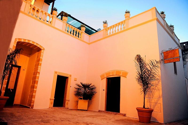 Exedra Holiday House