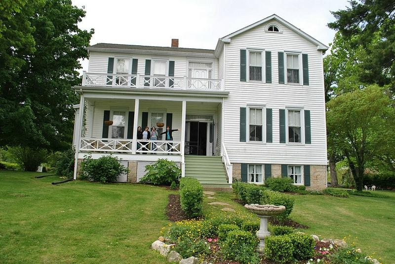 White Cliff Manor Bed and Breakfast