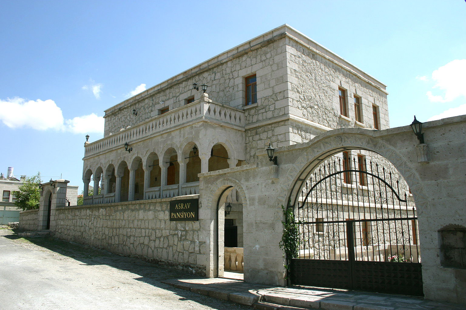 Asrav Konak Pension