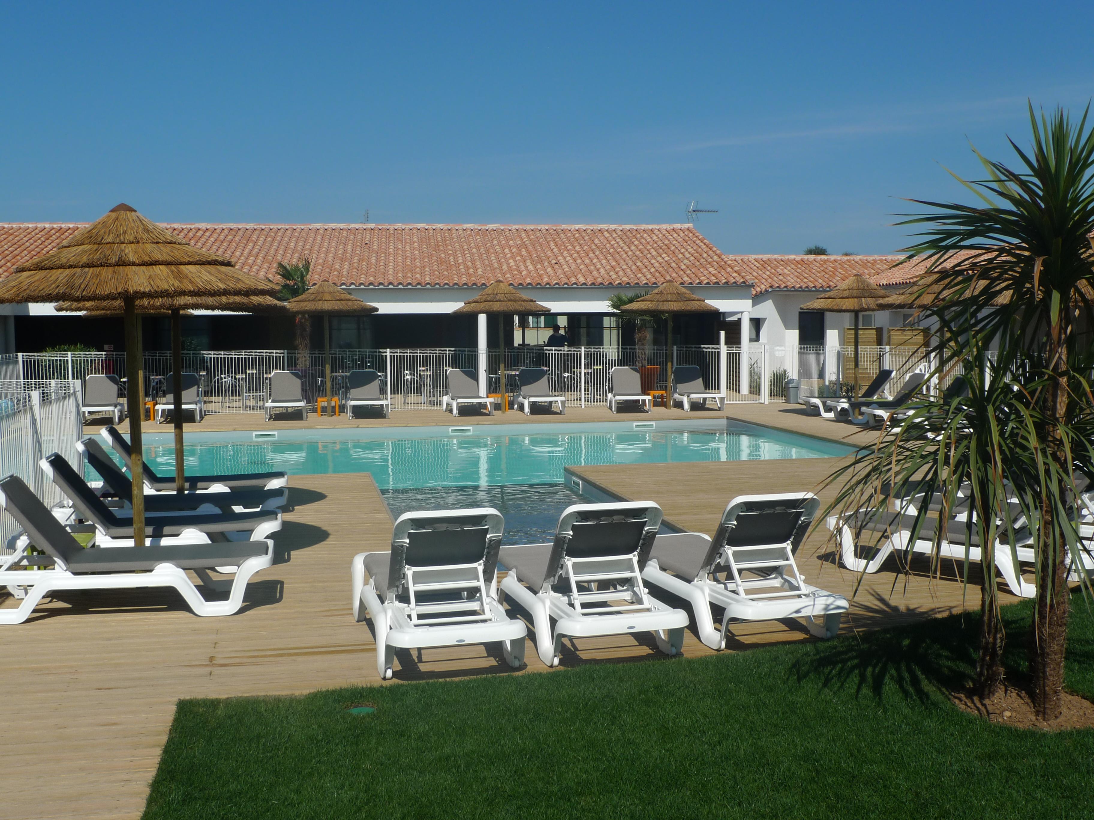 P 39 tit dej hotel ile de re ile de r voir les tarifs for Voir piscine