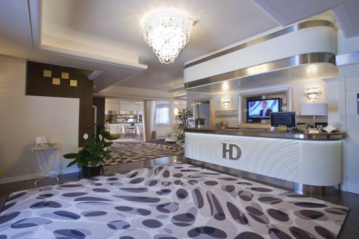호텔 데센자노