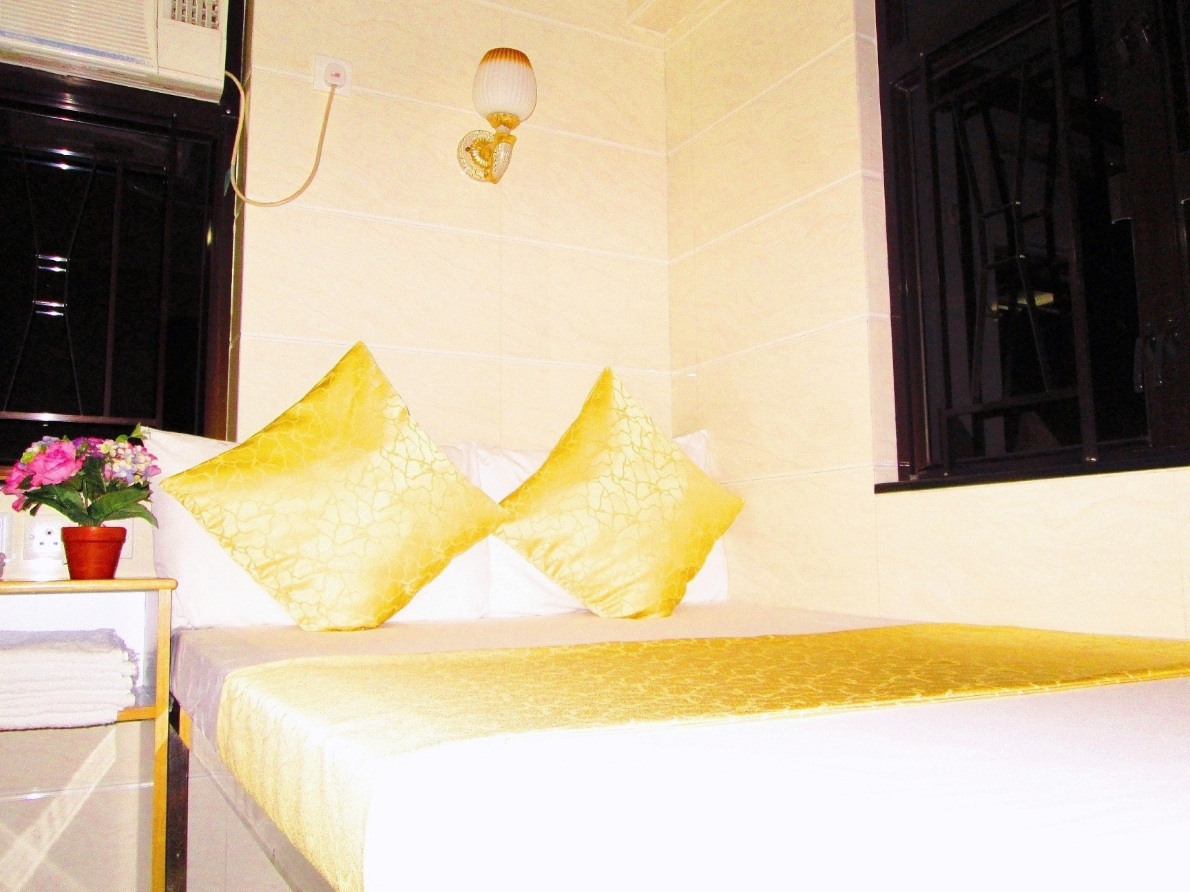 England Premier Backpackers Inn