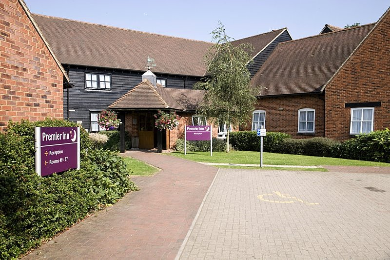 Premier Inn St Albans / Bricket Wood
