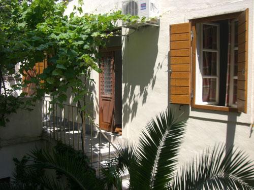 Split Garden Hostel