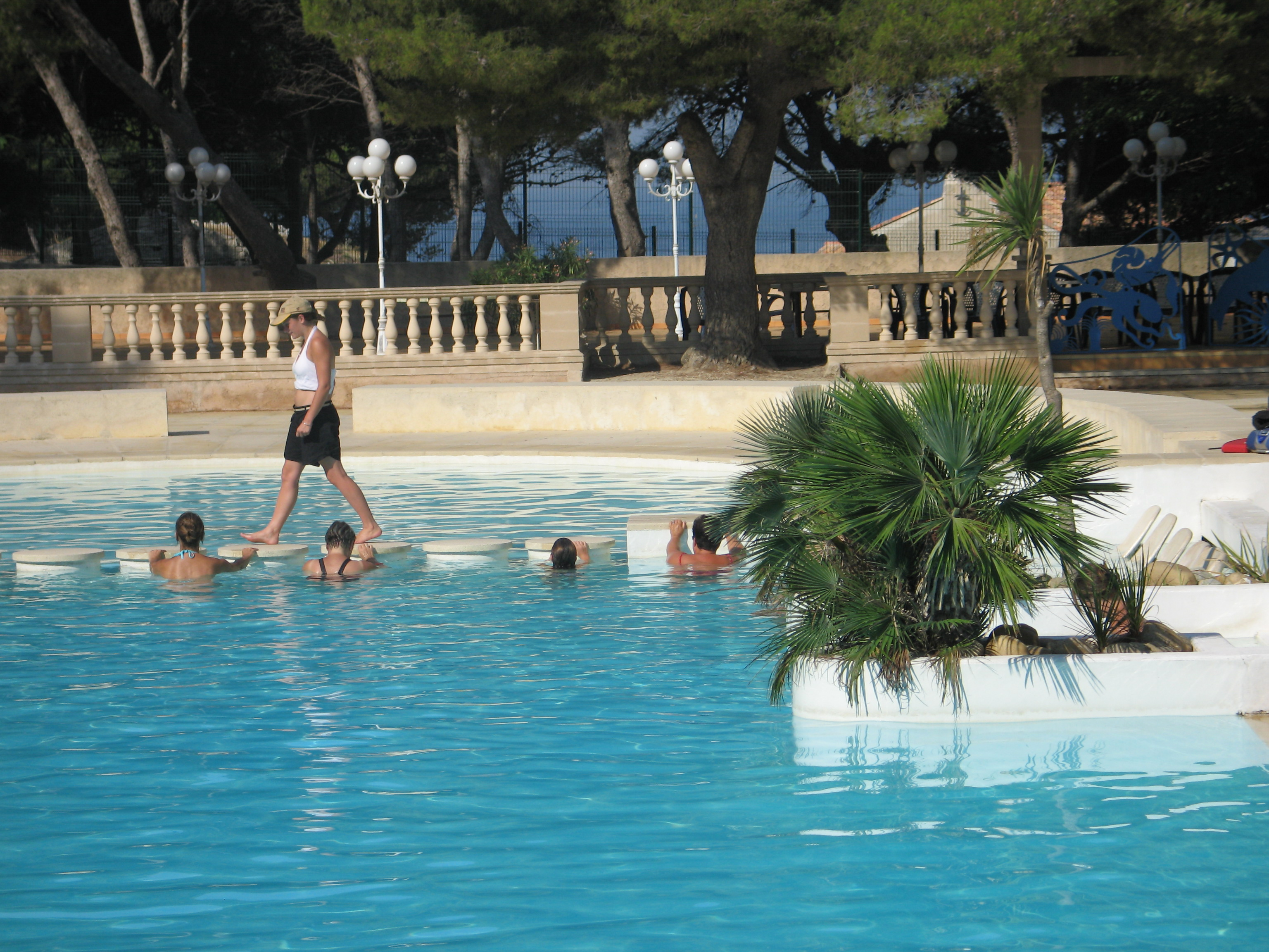 Camping le mas updated 2017 prices campground reviews for Animation piscine