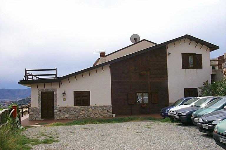 Farmhouse Saint Thorn House