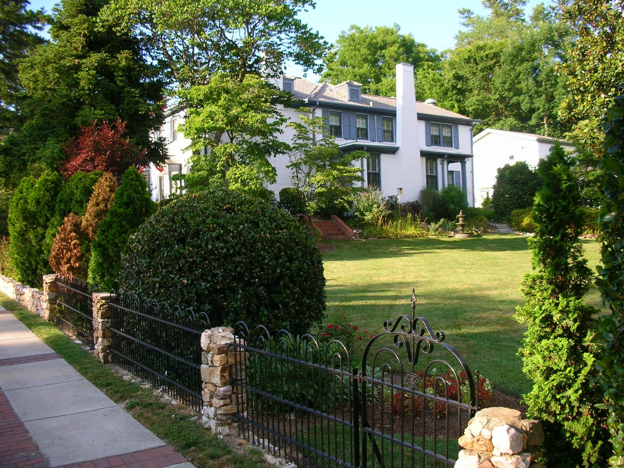 ‪Fuquay Mineral Spring Inn and Garden‬