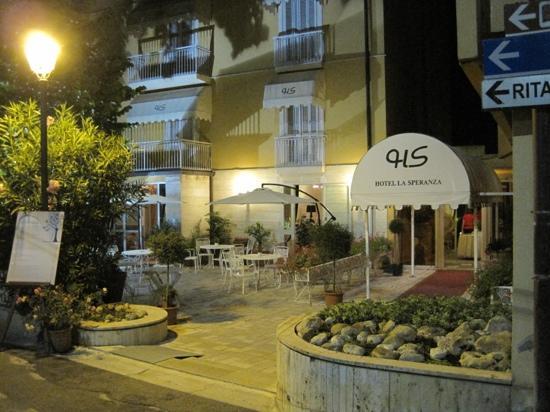 Hotel la Speranza by night