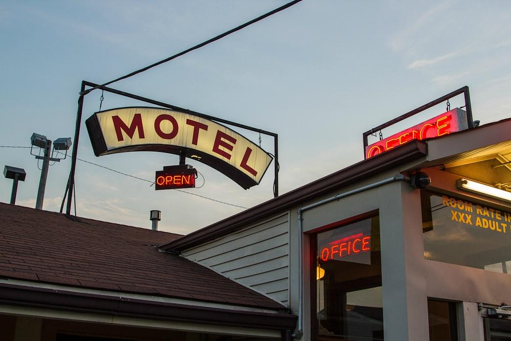 Louisville Manor Motel
