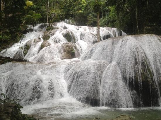 Saluopa Waterfall