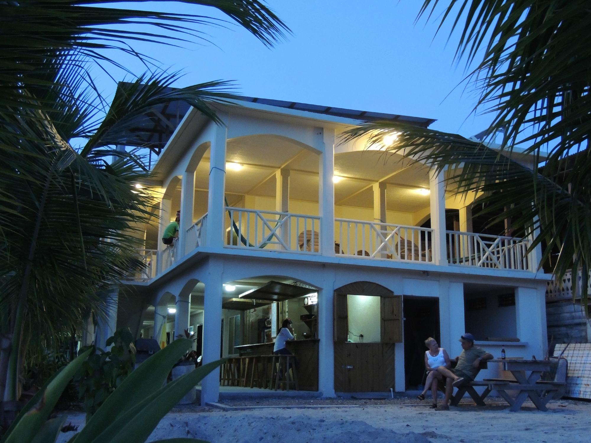 Pirate's Bay Inn Dive Resort
