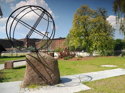 18 Meridian Statue