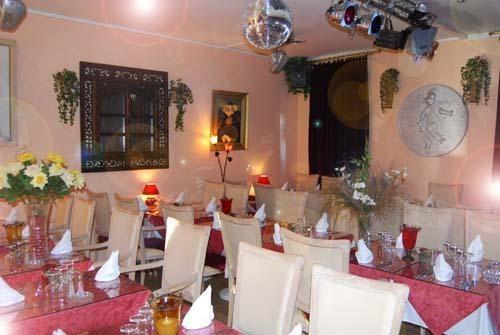 Le Cochon Rose - Dinner Cabaret