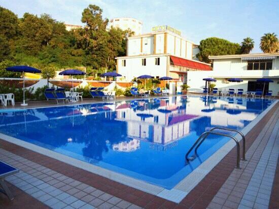 Splendida e pulita piscina...