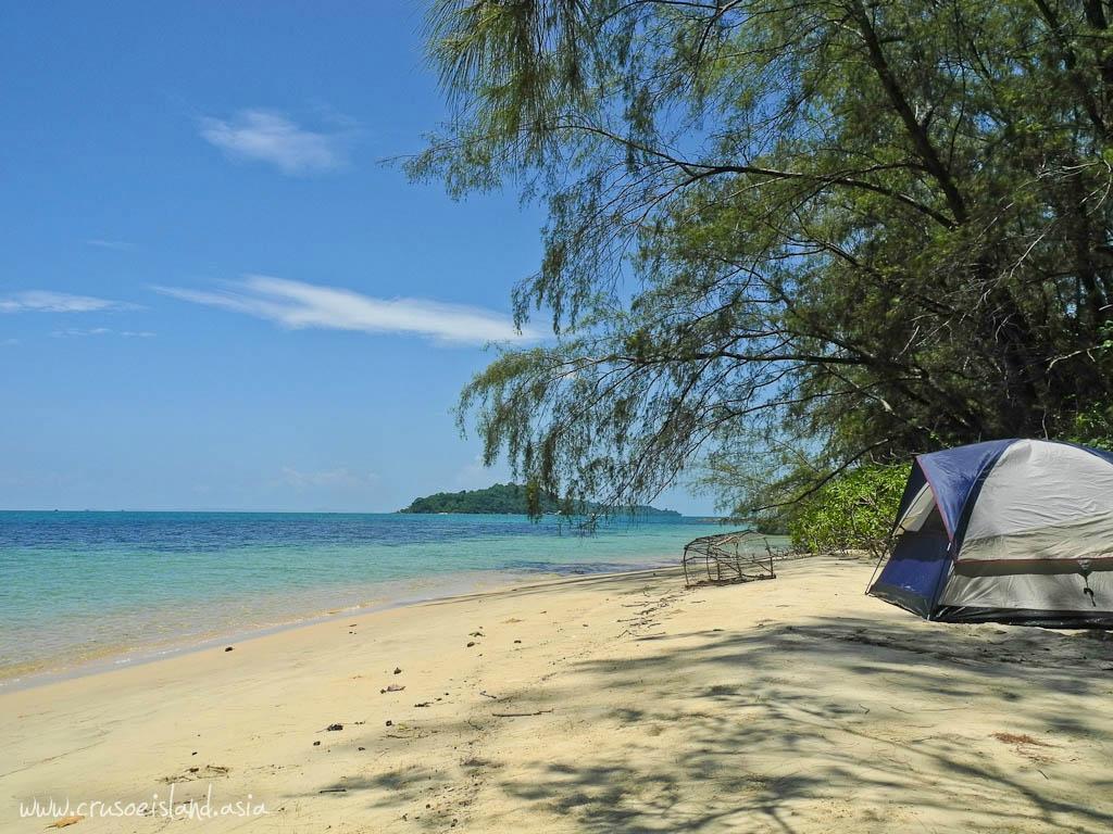 Crusoe Island Beach Camping & Bungalows