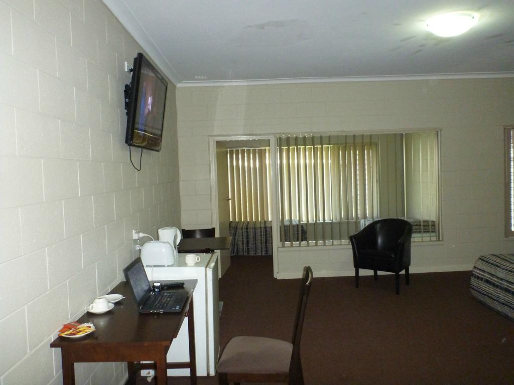High Road Hotel
