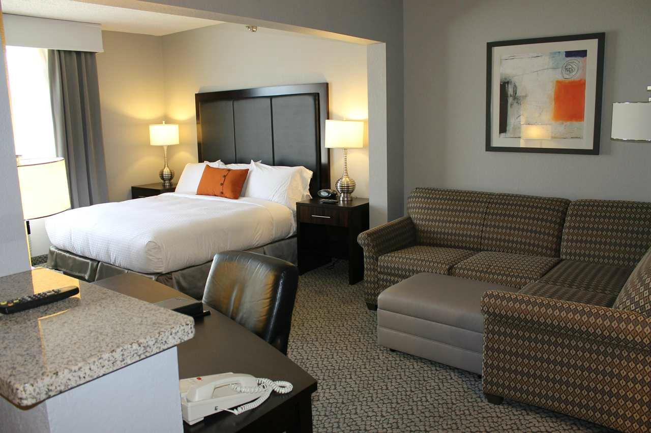 DoubleTree by Hilton Des Moines Airport