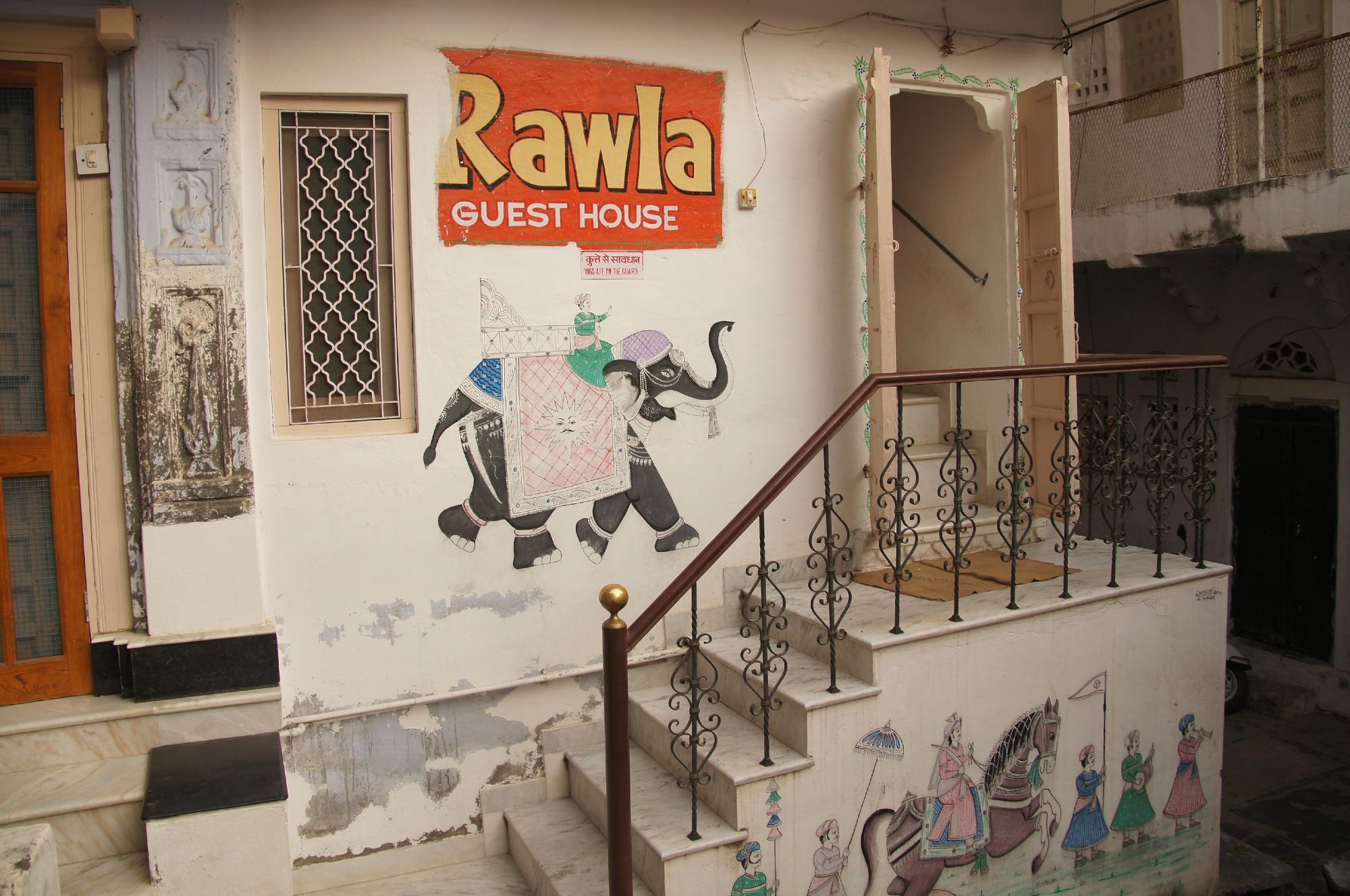 ラウラ パレス ペイイング ゲストハウス