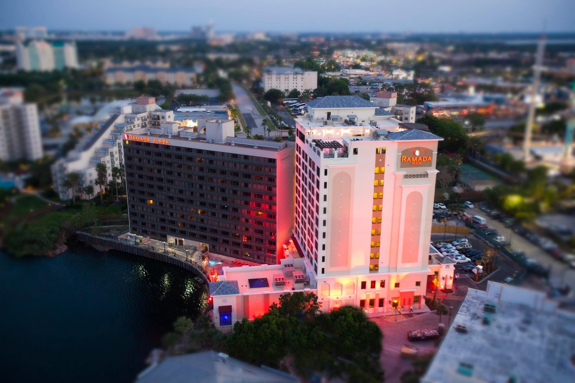 ‪Ramada Plaza Resort and Suites Orlando International Drive‬