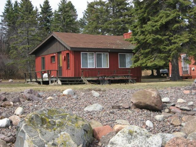 Little Marais Lakeside Cabins