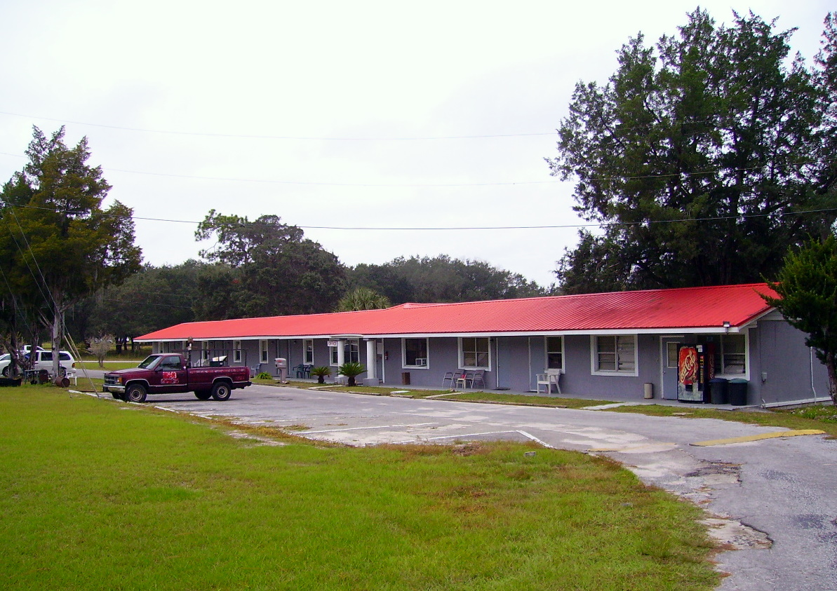 ‪Tall Pines Motel‬