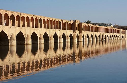 Si-o-se Pol ou Ponte dos 33 Arcos