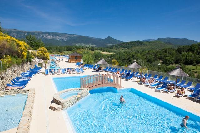 Yelloh village les bois du ch telas bourdeaux dr me for Camping montelimar piscine