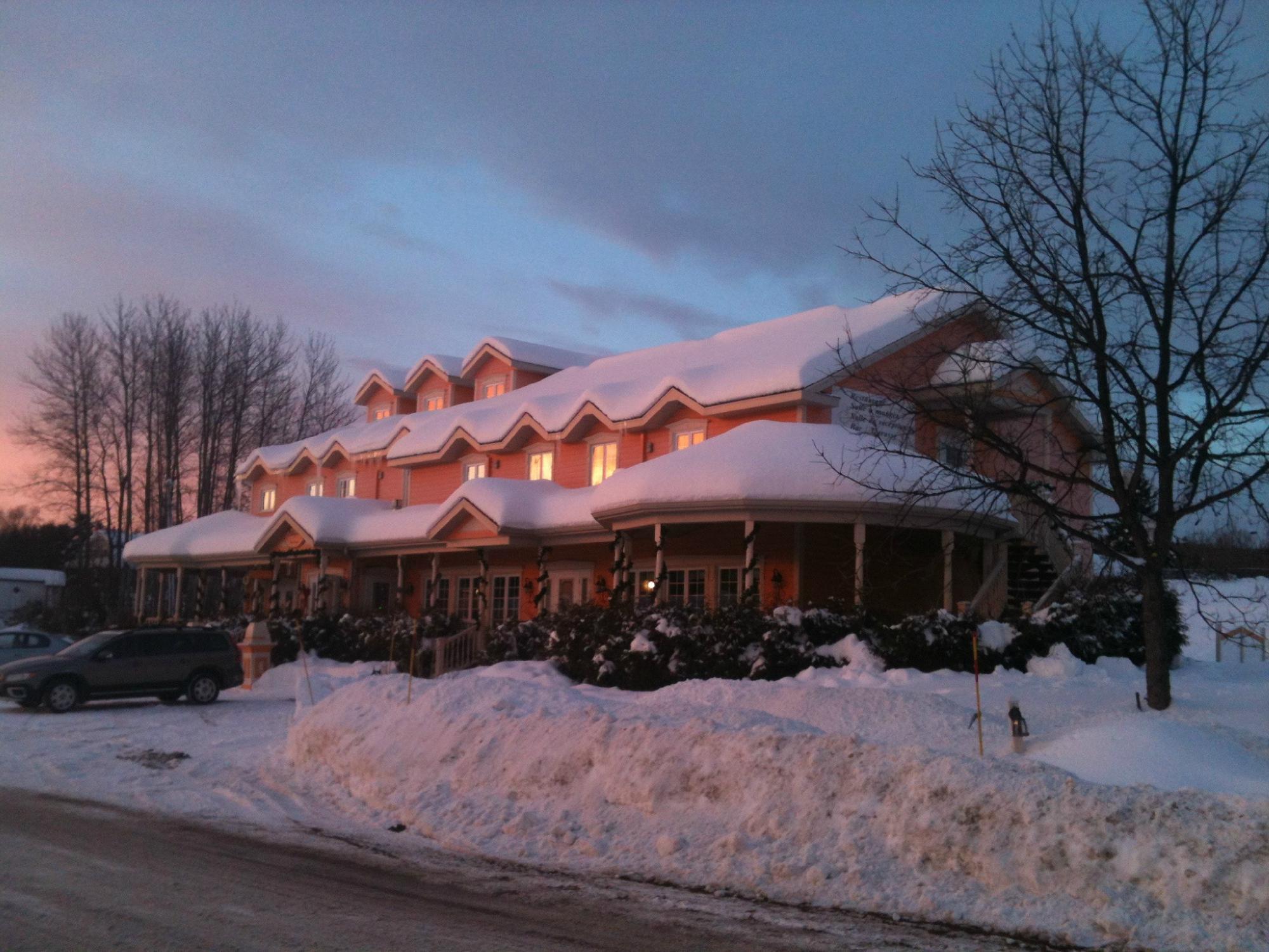 L 39 estampilles updated 2016 inn reviews price for Auberge la grande maison baie st paul